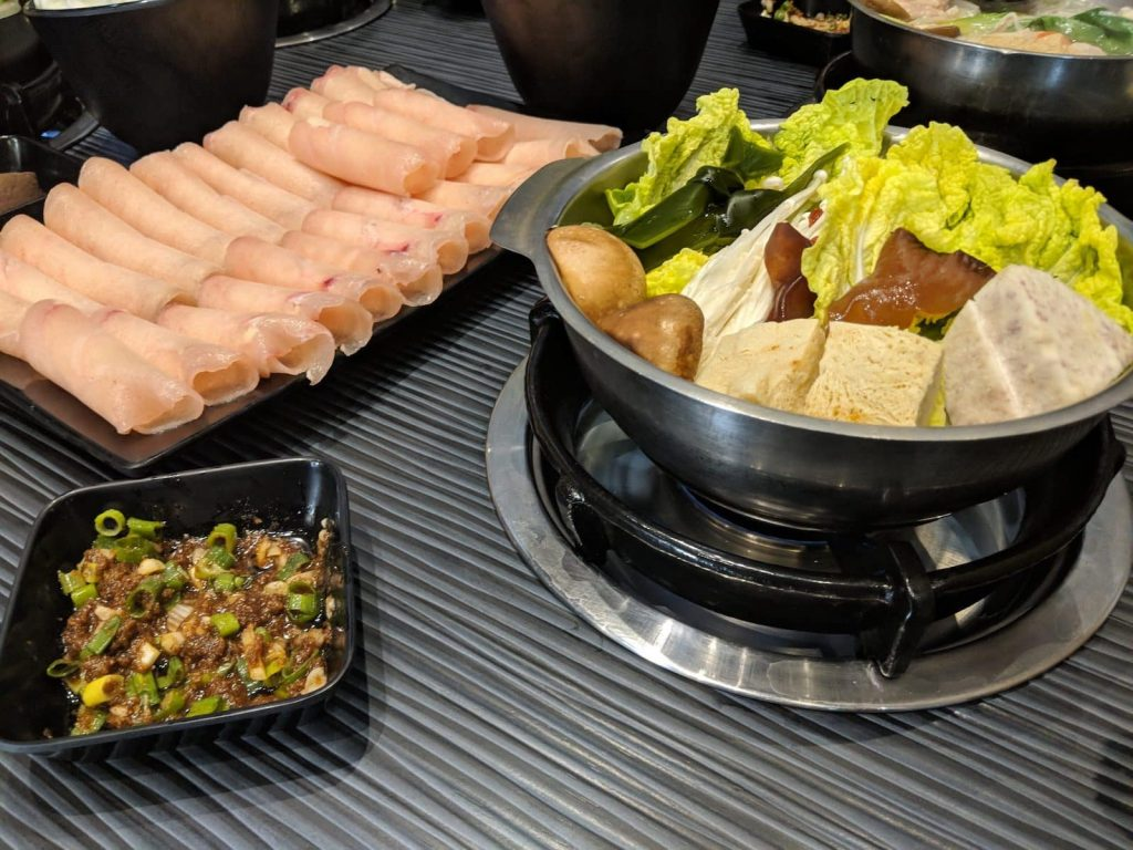 Healthy food while travelling can be hard, or sticking to a diet. This is hot pot from Taiwan, that conforms to the Four Hour Body diet.