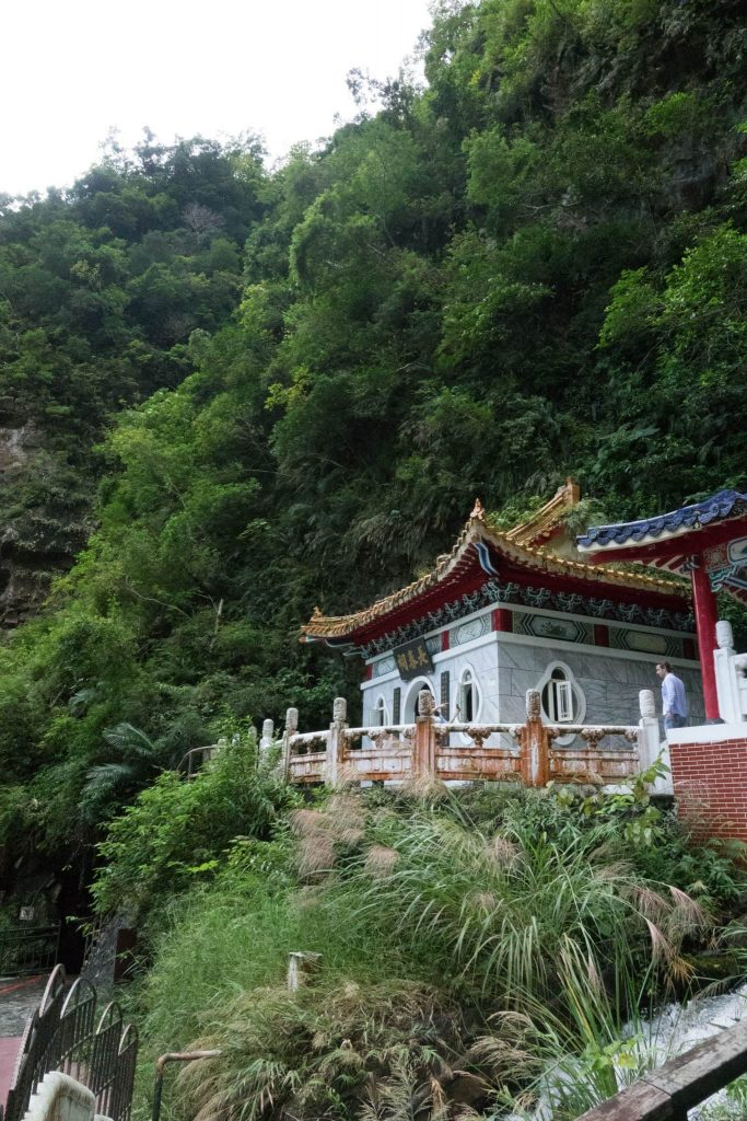 Guide to Taroko - Hiking - Temple