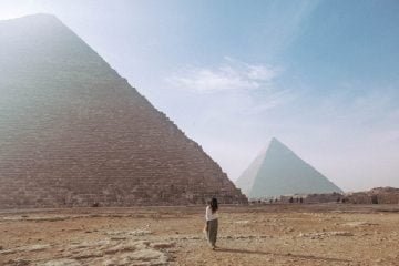 What to wear in Egypt Woman Pyramids