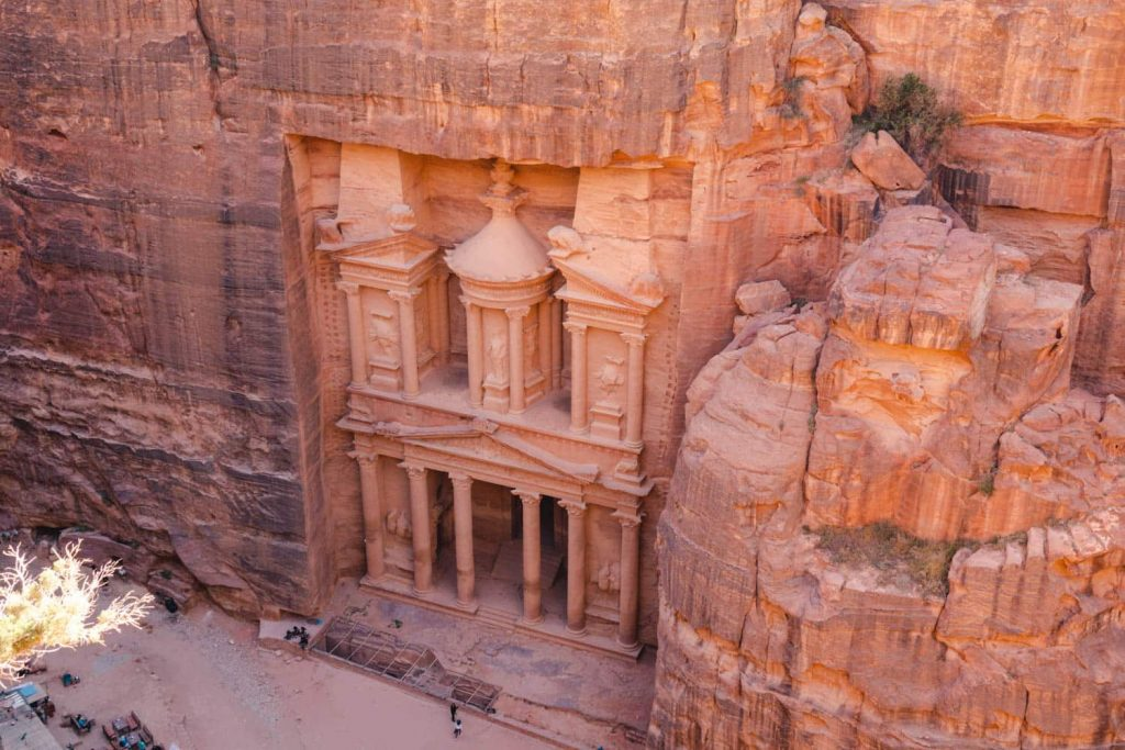 the best hiking trails in petra - starts with seeing the Treasury.