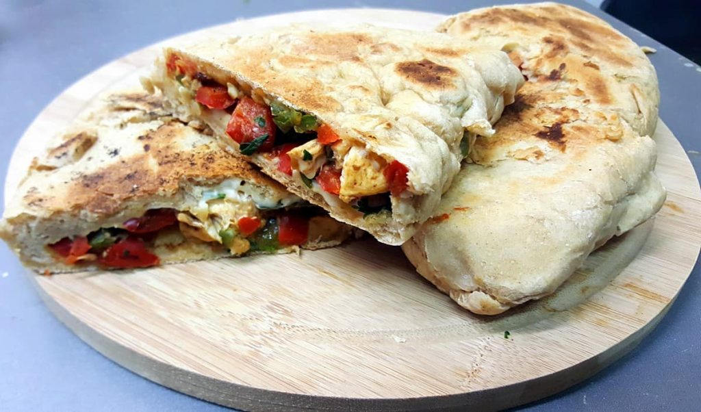 bouffer un truc - french slang - naan au fromage