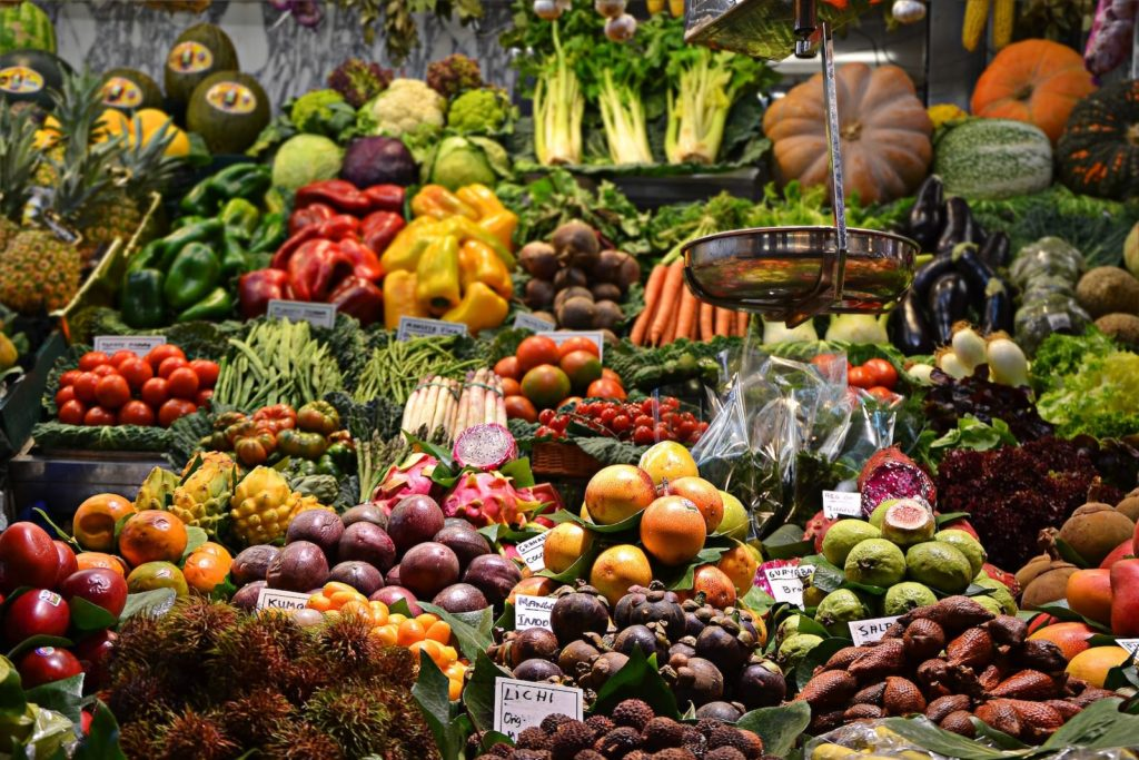 Catalan foods - fruits, vegetables, and legumes. The food vocabulary is often different between catalan and spanish.