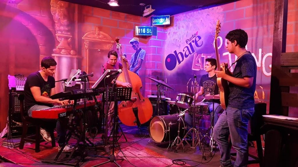 the live band at punto bare, a salsa dance club in cali
