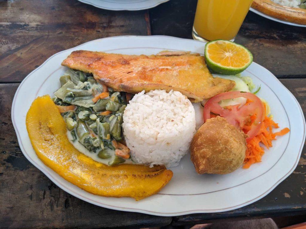 Trucha a la parilla menu del dia en Salento, colombia