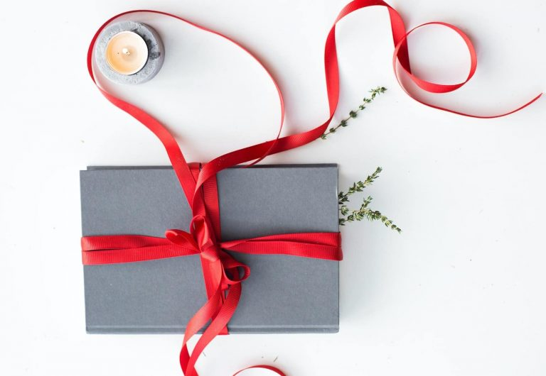 20 Unique travel Gift ideas for Serious Travelers (2020)