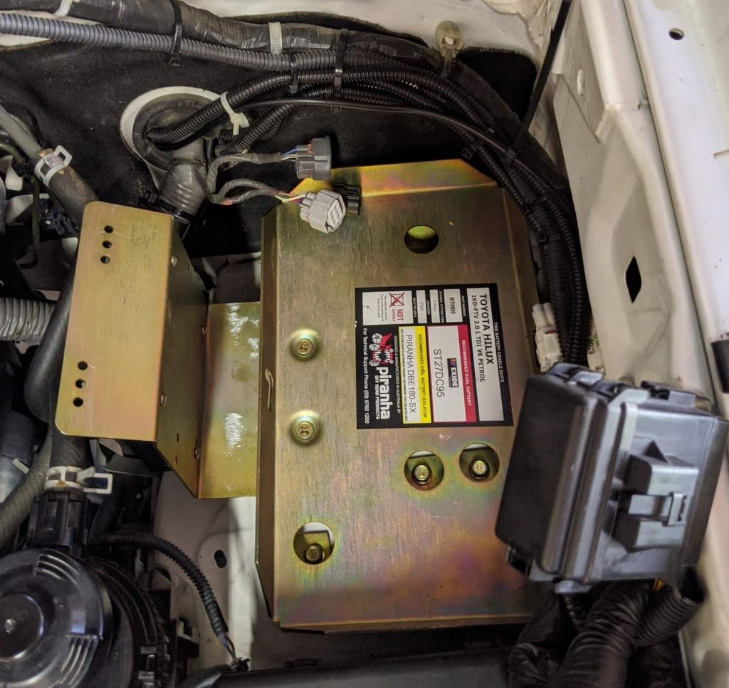 Piranha dual battery tray in toyota hilux