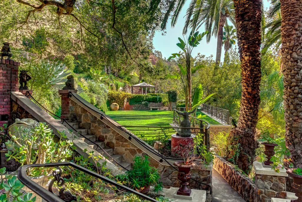 Airbnbs in Los Angeles The Houdini Estate