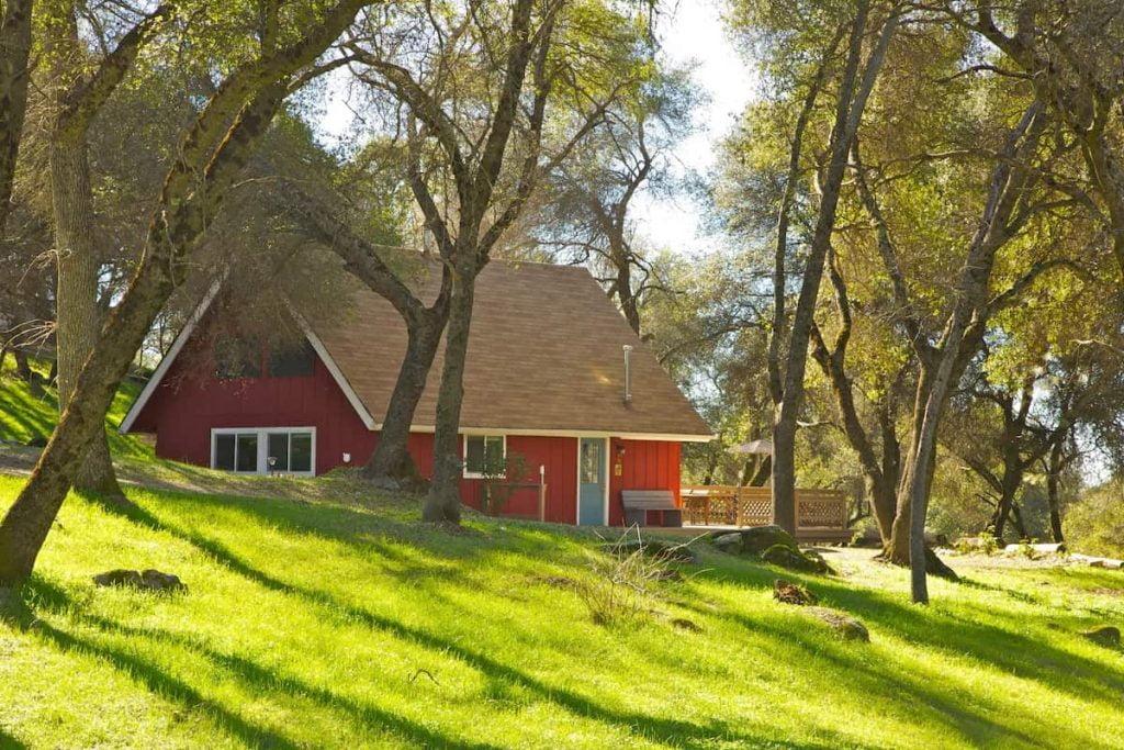 Little-Red-House-Yosemite-Airbnb-Mariposa