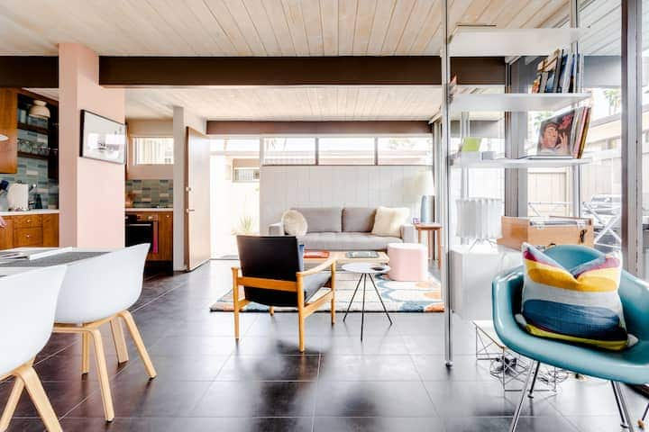 Iconic Mid-Century Hideaway Airbnb in Palm Springs